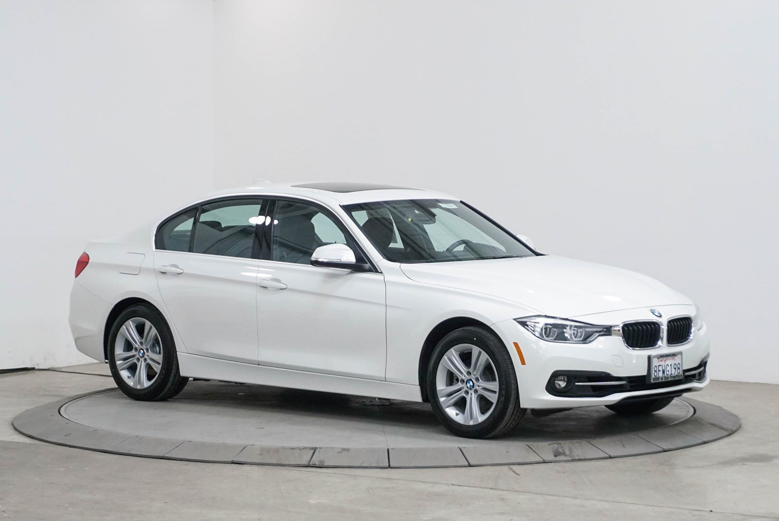 Pre-Owned 2018 BMW 3 Series 330i