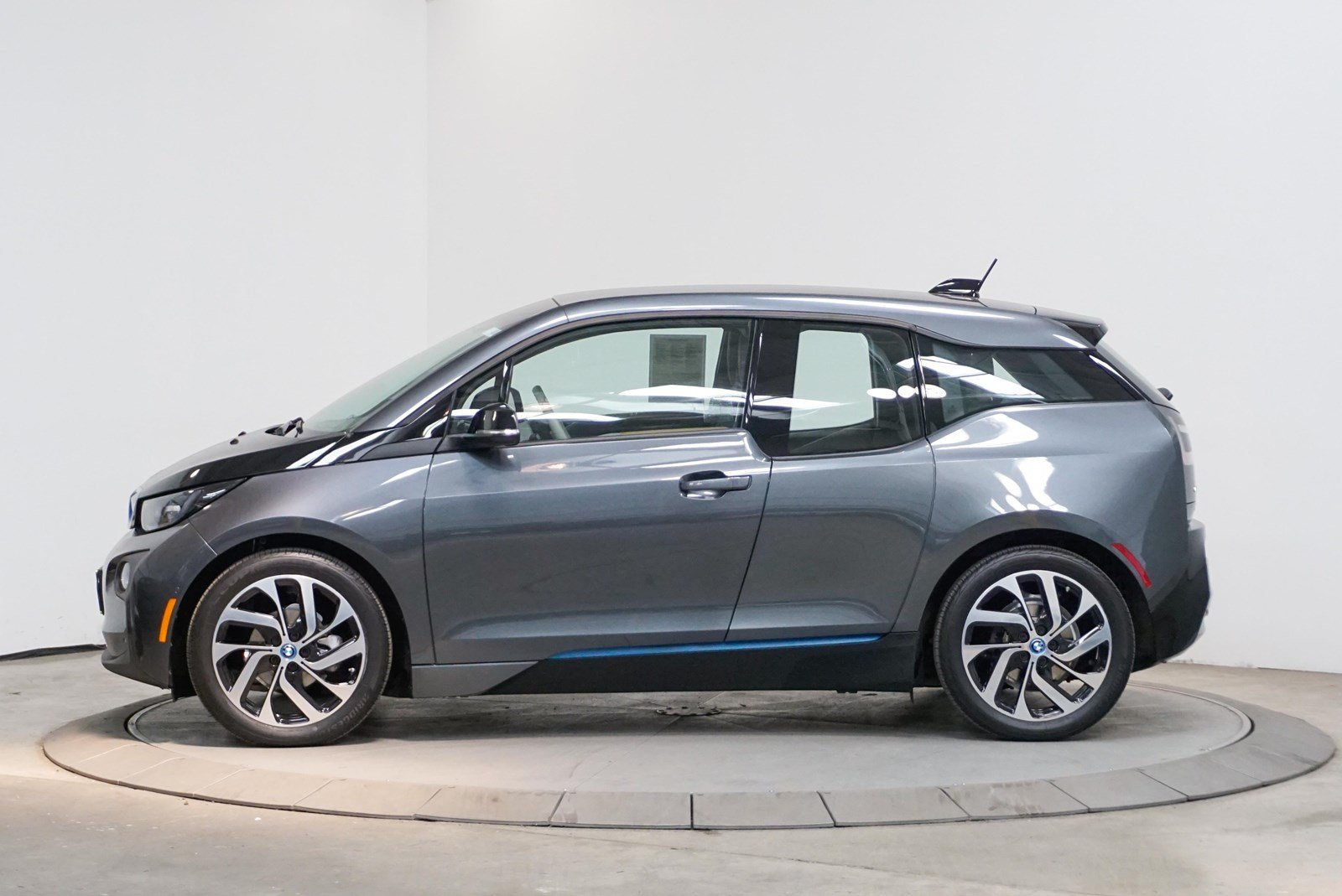 Certified Pre-Owned 2017 BMW i3 4DR HB 94 with RNG ERANGE EXTENDER